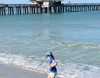 Chillen op de paradijselijk witte stranden van Naples