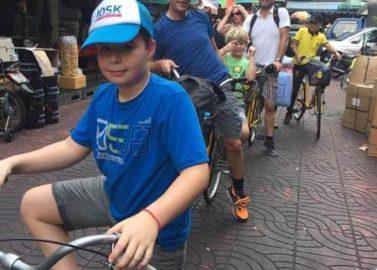 Met de fiets door Bangkok met de familie