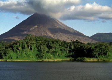 Heetwaterbronnen aan de vulkaan Arenal