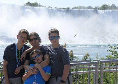 voor de spetterende Niagara Falls
