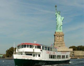 Met de boot naar het vrijheidsbeeld