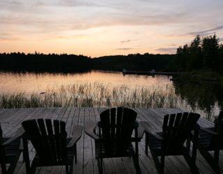 peddelen op het meer in de natuur Canada