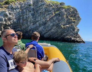 Op de boot op zoek naar Dolfijnen in Portugal
