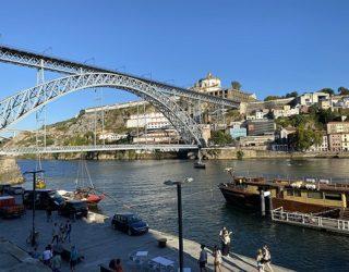 Zicht van het water in Porto