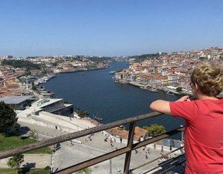 Uitzicht vanop de brug in Porto