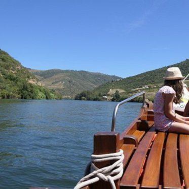 Met de boot langs de wijnranken