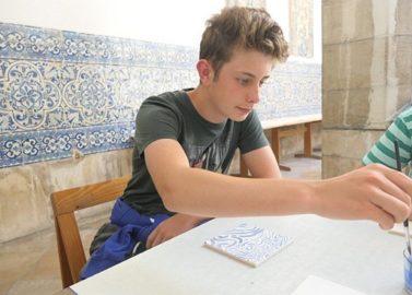 Schilder je eigen azulejo in Lissabon