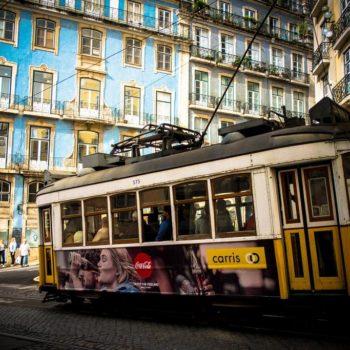 Traditionele tram Lissabon, Portugal