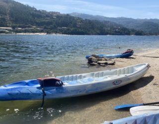 Kayak op het mooie meer