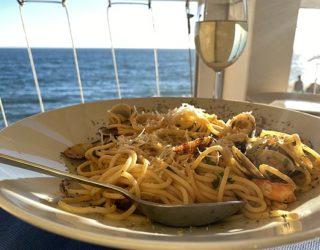 eten langs het water