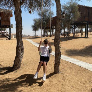 met kinderen in de woestijn